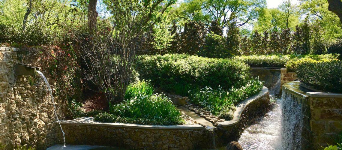 Springbrunnen im Garten; Wasser im eigenen Garten